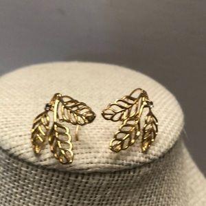 3/$60 💎 VTG gold plated 3 leaf earrings